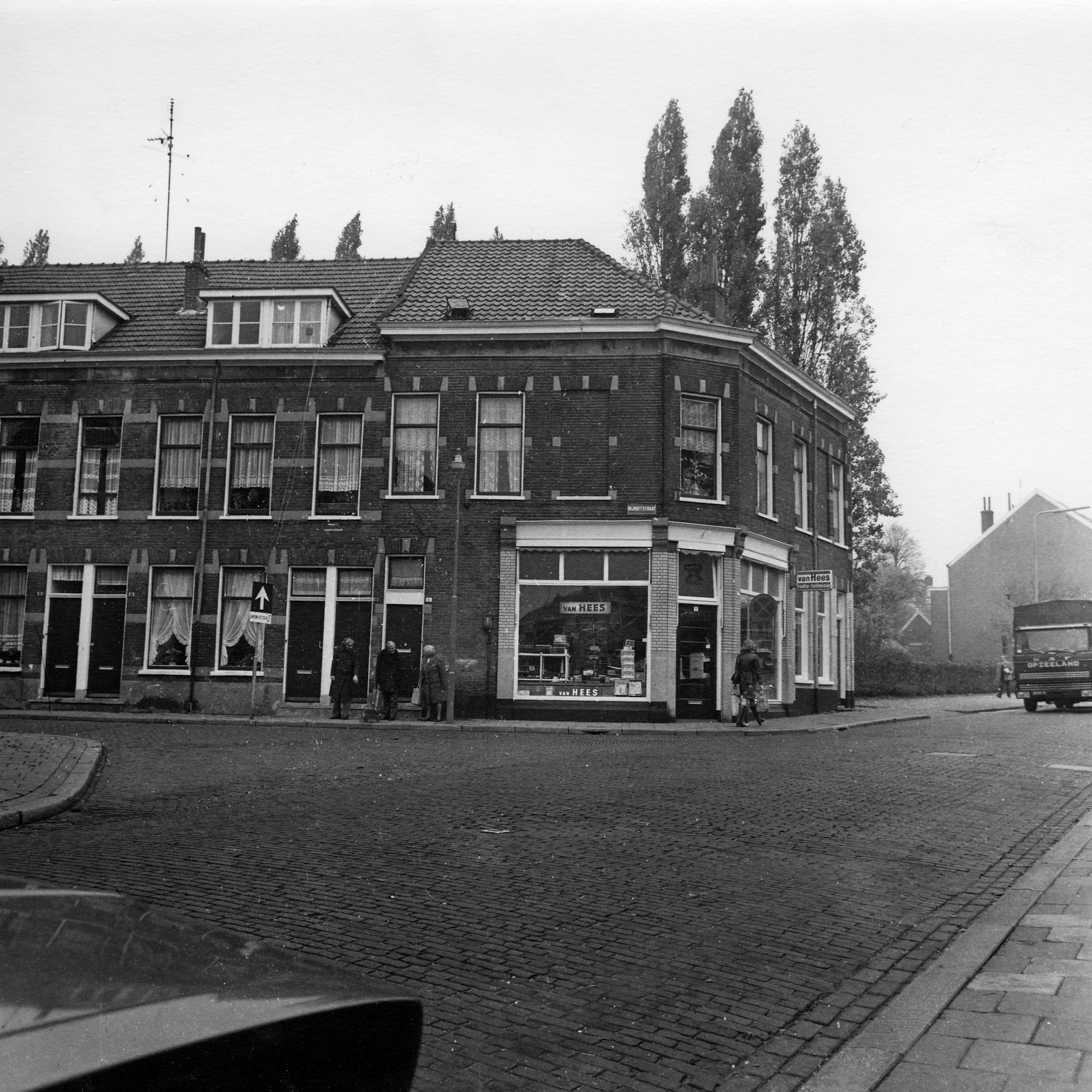 Gemeente Arnhem Jurjen Poeles fotografie project fotografie Vastgoedplein Nijhoffstraat portret sint Marten omgevingsportret Hommelsweg wijkagent