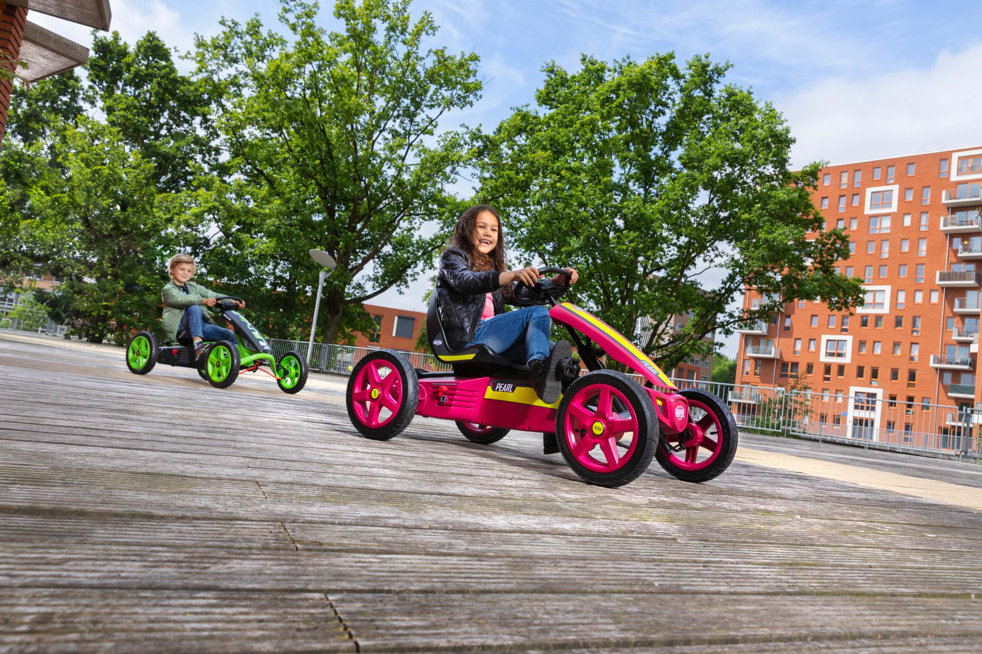 Jurjen Poeles fotografie Berg Toys skelter speelgoed lifestyle actief buiten spelen kinderen kind gocart pedal go kart go-kart