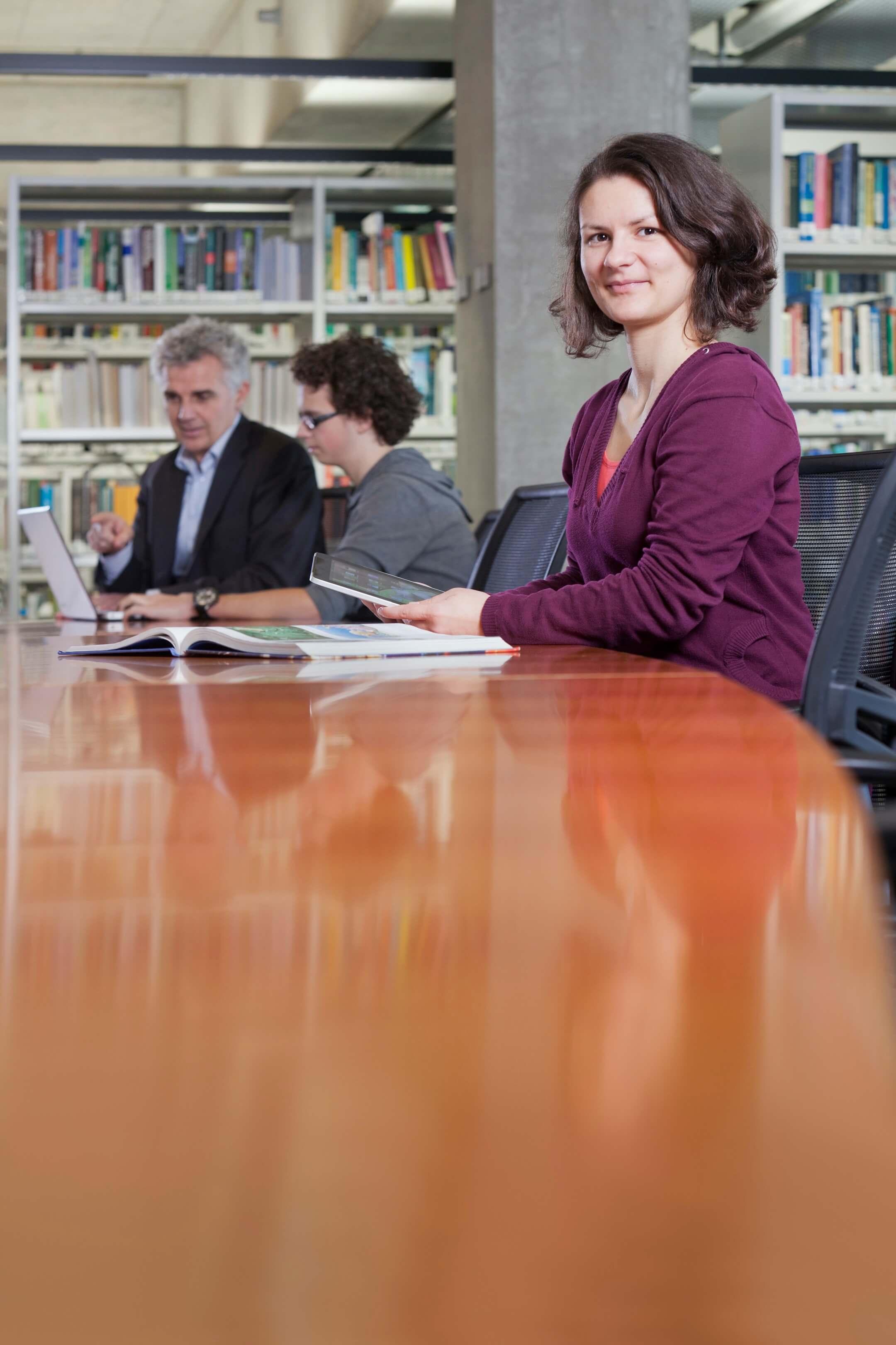 portret promovendus phd-er Jurjen Poeles Fotografie campagne beelden Wageningen University & Research Library locatie universiteit bibliotheek testimonial WUR