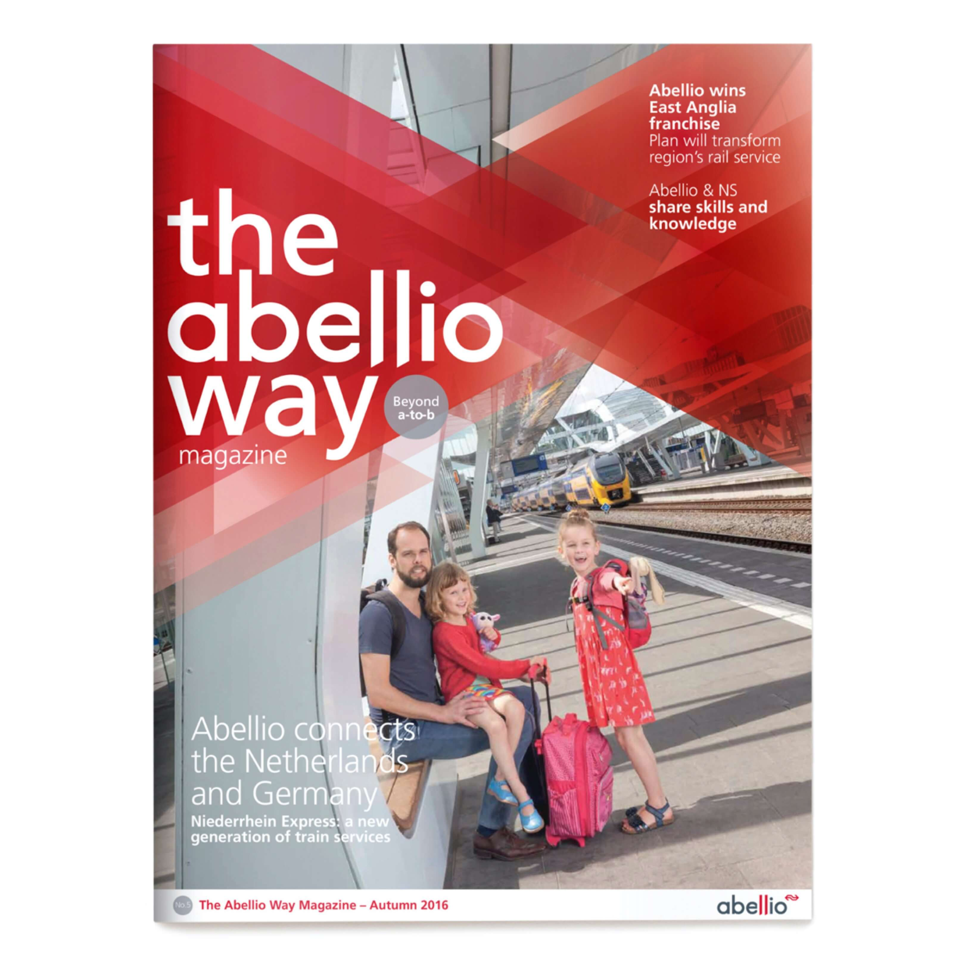 Jurjen Poeles fotografie Gloedcommunicatie gloed communicatie Abellio cover magazine the Abellio way trein spoorwegen station Arnhem Centraal gezin kind op reis