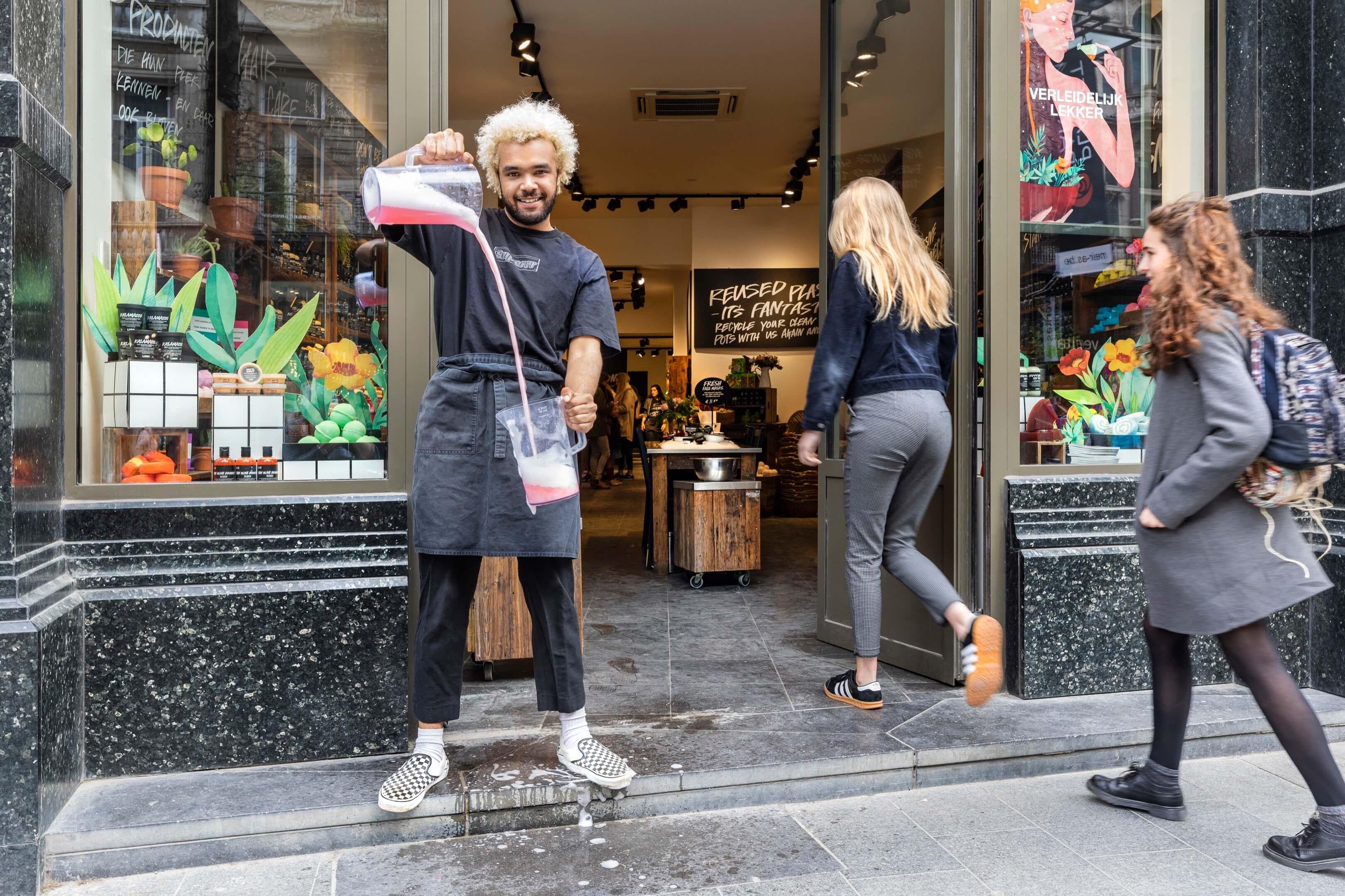 boek Circles of retail Boom beroepsonderwijs Sarphati Jurjen Poeles fotografie reportage retailconcept winkel shopping winkelen Lush Meir Antwerpen België