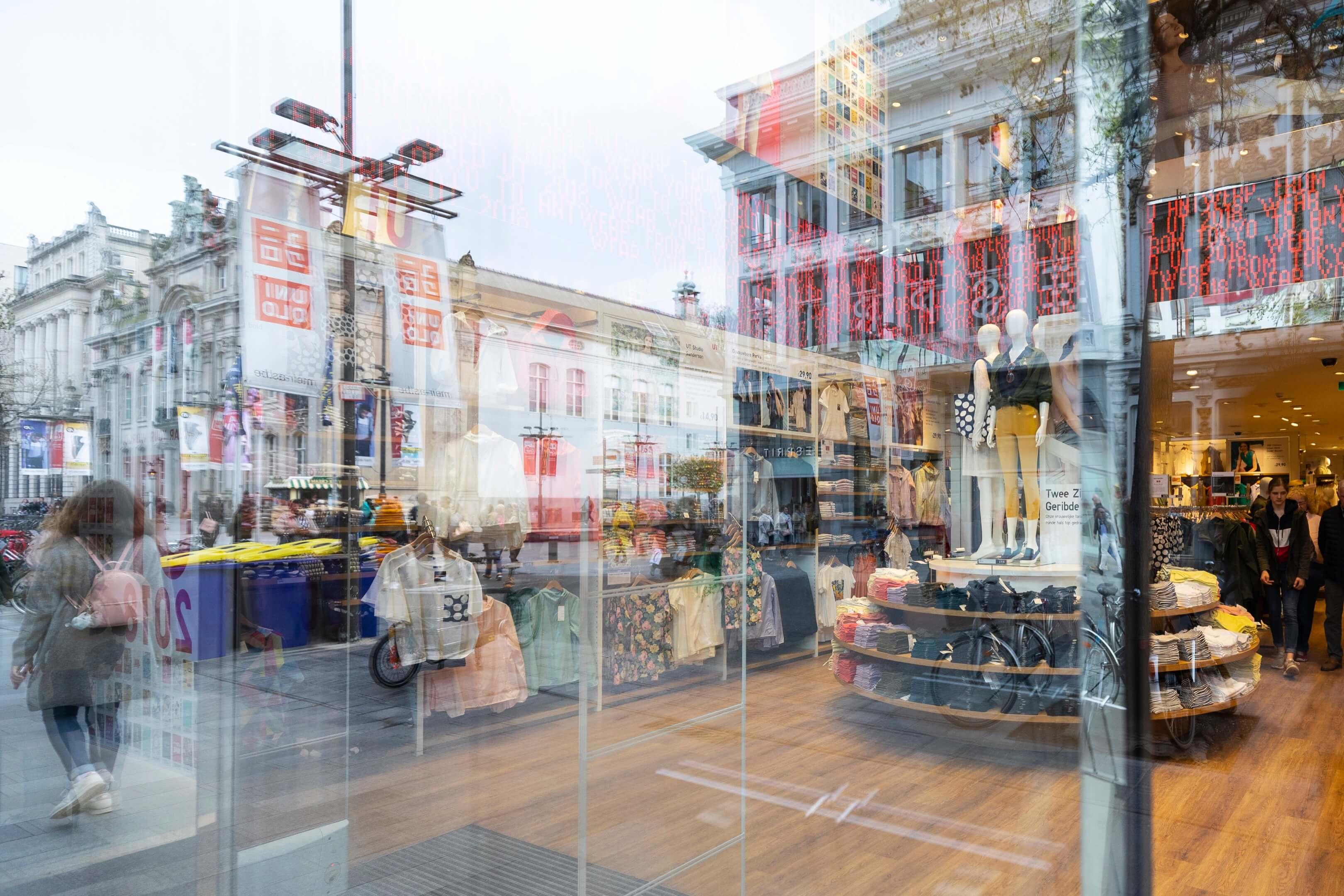 boek Circles of retail Boom beroepsonderwijs Sarphati Jurjen Poeles fotografie reportage retailconcept winkel shopping winkelen Uniqlo Meir Antwerpen België